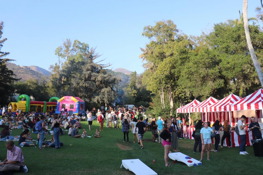 Kerrwood filled with students there to explore clubs at the Community Picnic